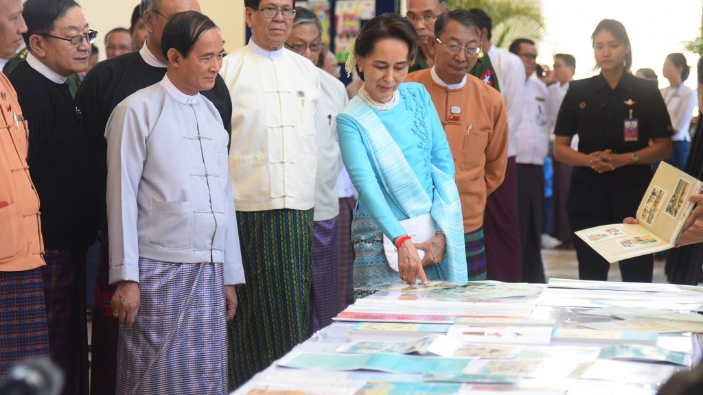 President U Win Myint, State Counsellor Daw Aung San Suu Kyi and dignitaries visit the booth at the event to mark the International Democracy Day 2019 in Nay Pyi Taw yesterday. Photo: MNA