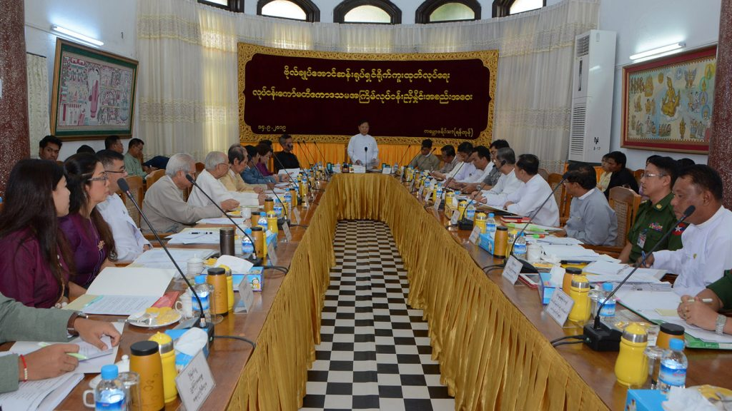 Union Minister Thura U Aung Ko addresses the 11th  coordination meeting of the work committee to produce biography film of Bogyoke Aung San in Yangon yesterday.Photo: mna