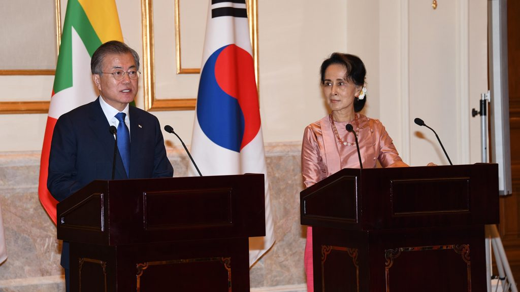 State Counsellor and Foreign Minister Daw Aung San Suu Kyi and President of the Republic of Korea Moon Jae-in hold a joint press conference at the Presidential Palace in Nay Pyi Taw yesterday.Photo: MNA
