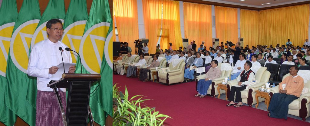 Union Minister Dr Myo Thein Gyi delivers the speech at the ceremony to mark the 2019 International Literacy Day in Nay Pyi Taw yesterday. Photo: MNA