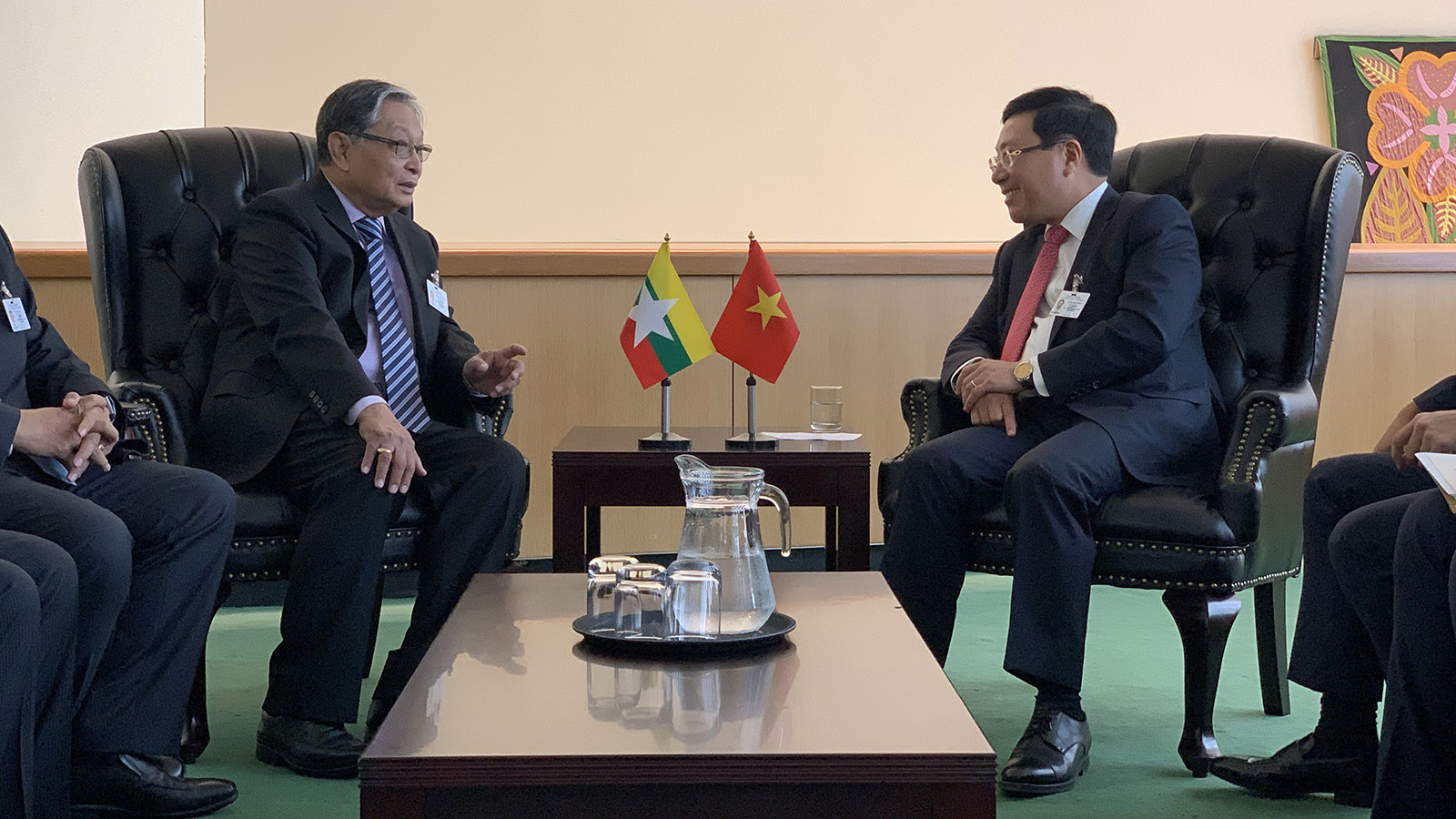 Union Minister U Kyaw Tint Swe (L) meets with Deputy Prime Minister and Foreign Minister of Viet Nam Mr. Pham Binh Minh on 27 September.Photo: MNA