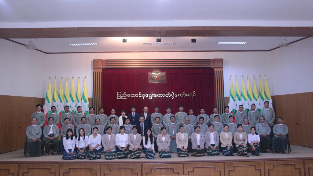 Chairman of Union Election Commission U Hla Thein poses for the documentary photo with staff members of UEC and attendees in Nay Pyi Taw yesterday.Photo: MNA