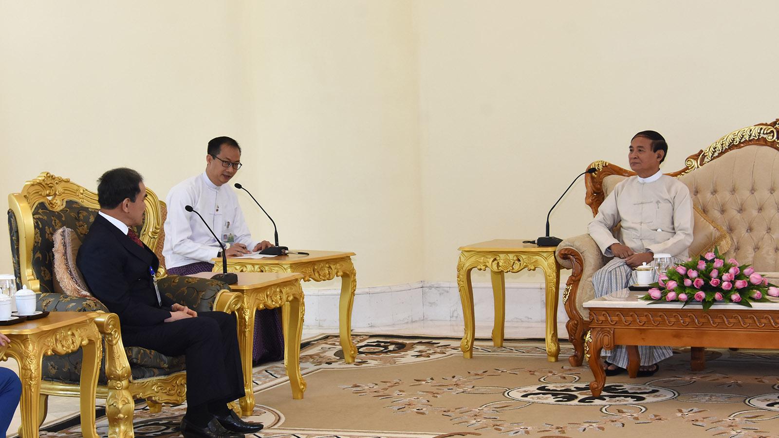 President U Win Myint meets with outgoing Ambassador of Brunei Darussalam Mr Pehin Orang Kaya Seri Pahlawan Colonel (Rtd) Dato Paduka Haji Abdu'r Rahmani bin Dato Paduka Haji Basir at the Presidential Palace in Nay Pyi Taw yesterday.Photo: MNA