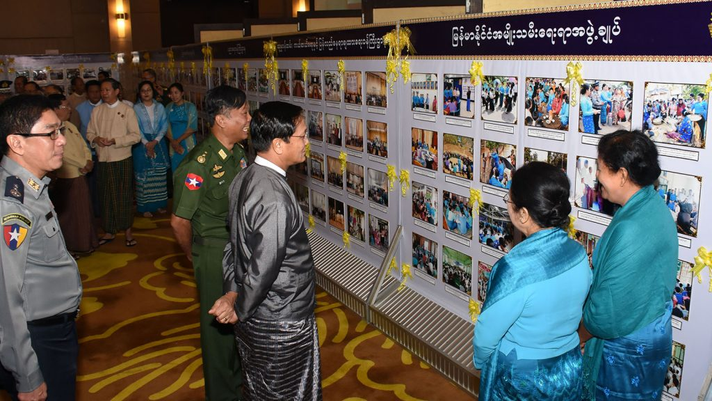Vice President U Henry Van Thio looks at documentary photos displayed at the event to mark the 7th Anti-Trafficking in Persons Day in Nay Pyi Taw yesterday.Photo: MNA