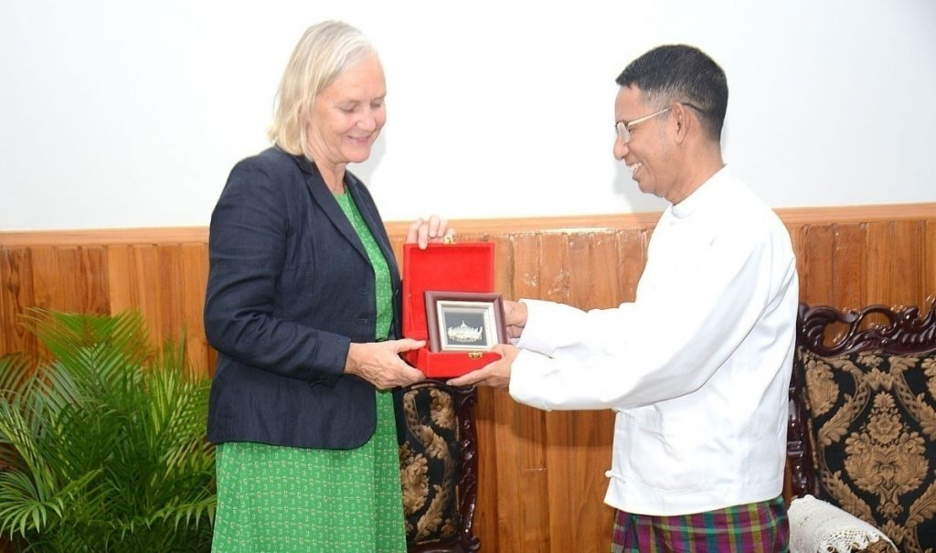 Union Minister for Agriculture, Livestock and Irrigation Dr Aung Thu presents a gift to Finnish Ambassador  Ms Riikka Laatu yesterday.Photo: MNA