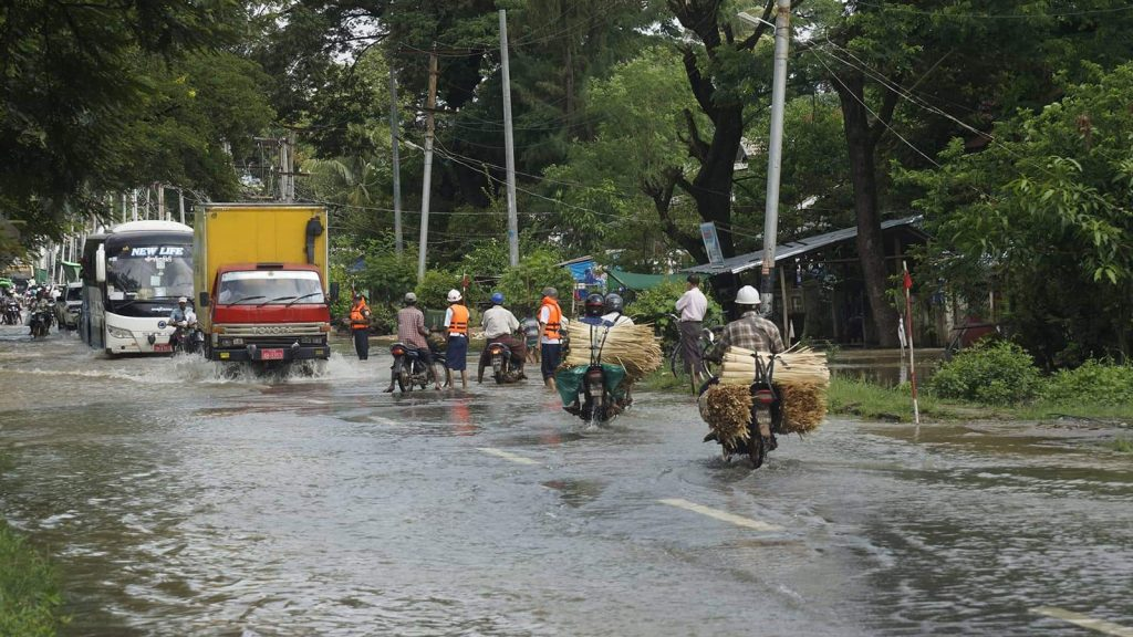 Torrential rain causes flash flooding on roads in Natalin. Photo : Tin Myint Nat Ta LinTorrential rain causes flash flooding on roads in Natalin. Photo : Tin Myint Nat Ta Lin