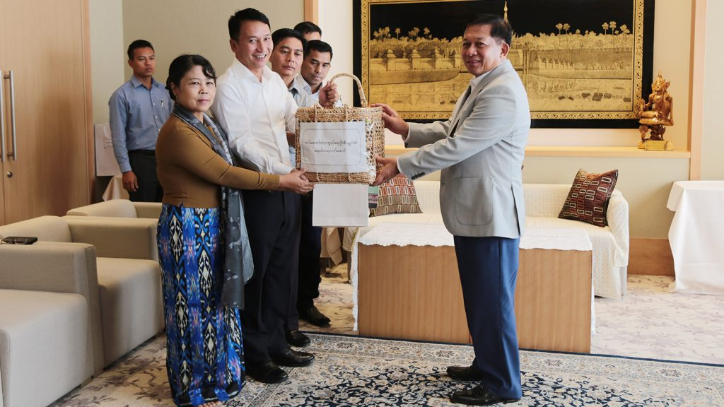 Commander-in-Chief of Defence Services Senior General Min Aung Hlaing presents foodstuffs to families of embassy in Japan on 13 October. Photo: Office of the Commander-in-Chief of Defence Services