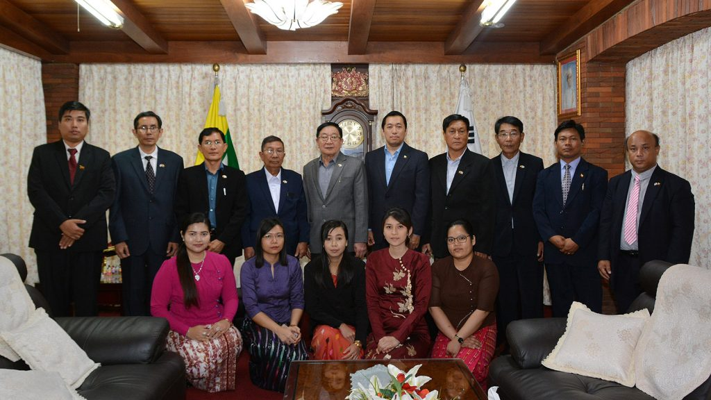The delegation led by Pyithu Hluttaw Speaker U T Khun Myat pose for the group photo with the ambassador and staff from the Myanmar Embassy in the Republic of Korea on 5 September.Photo: MNA