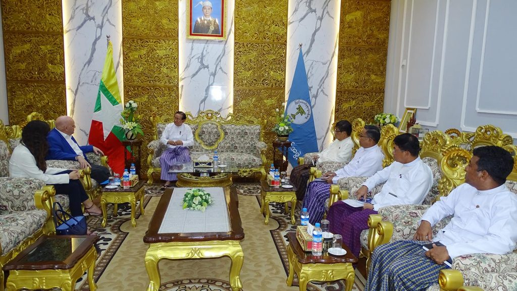UCSB Chairman U Win Thein meets with UNDP Resident Representative for Myanmar Mr Peter Batchelor in Nay Pyi Taw yesterday. Photo: MNA
