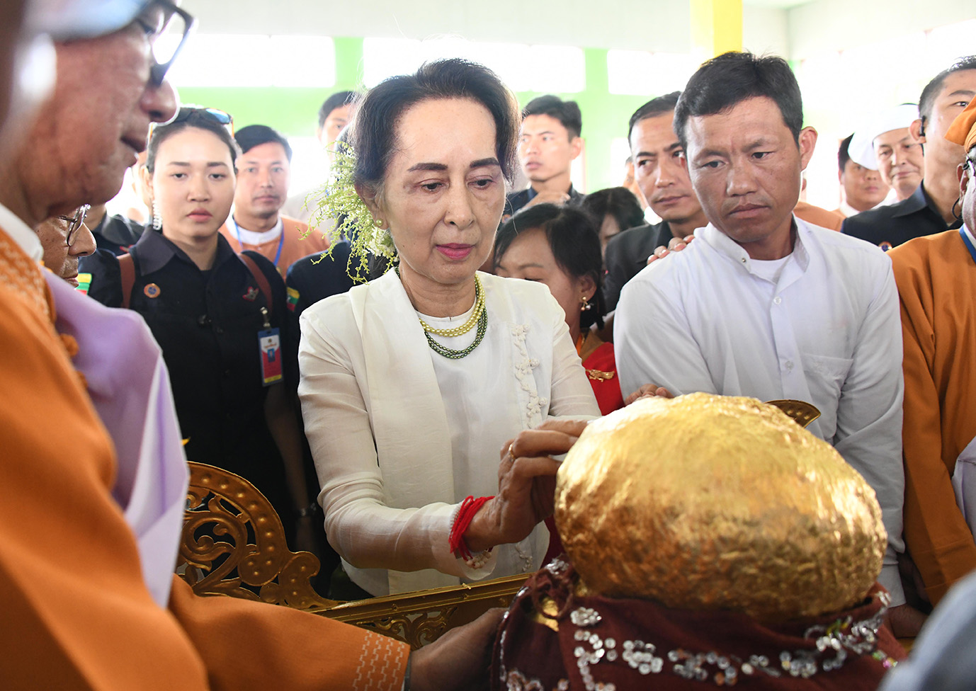 State Counsellor Daw Aung San Suu Kyi applies gold leaves to the Inle Phaungdaw Oo Buddha Image. Photo: MNA
