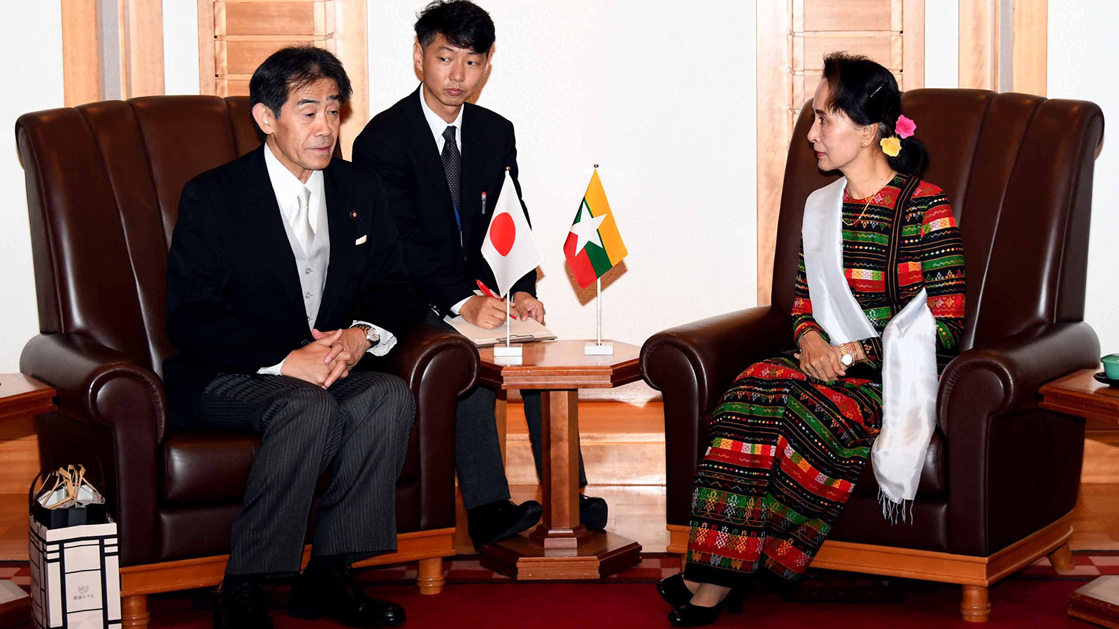 State Counsellor Daw Aung San Suu Kyi meets with Mr Ichiro Aisawa, the Chairman of Japan-Myanmar Parliamentary Friendship Association, at the Imperial Hotel in Tokyo. Photo: MNA