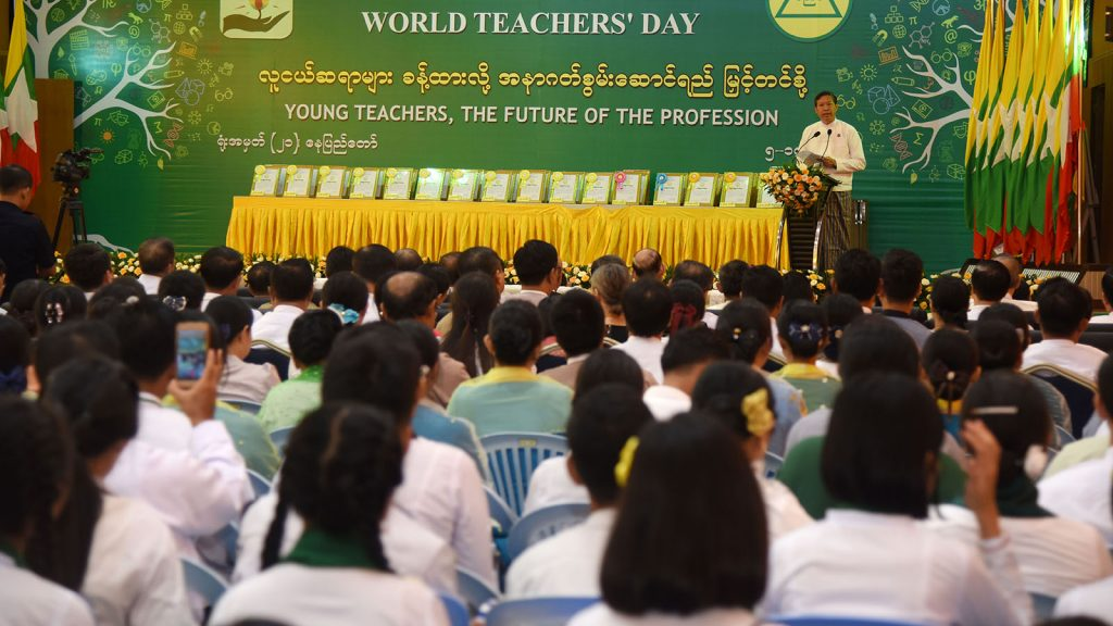 Union Minister Dr Myo Thein Gyi delivers the speech at the 2019 World Teachers' Day event in Nay Pyi Taw yesterday. Photo: MNA