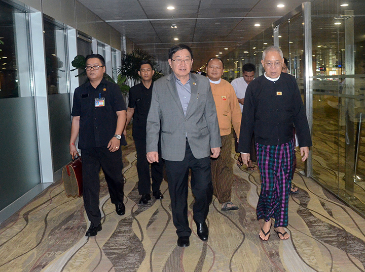 Pyithu Hluttaw Speaker U T Khun Myat and party arrive back in Yangon yesterday after conclusion of their visit to the Republic of Korea  .Photo:MNA