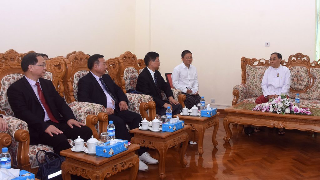 Union Minister Nai Thet Lwin meets with Mr Yu Fei, Chinese Deputy Inspector of Ethnic and Religious Affairs Commission of Guangxi Zhuang Autonomous Region in Nay Pyi Taw yesterday.Photo: MNA