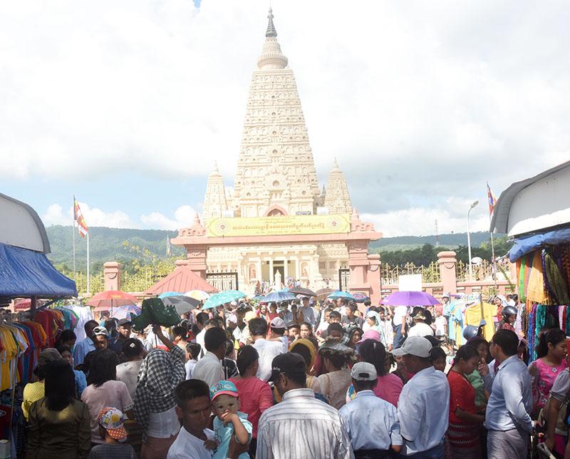 Buddhist devotees are seen at the Thatta Thattaha Maha Bodhi Pagoda on the Abhidhamma Day yesterday.Photo: Michael Htan