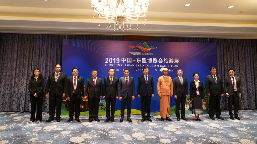 Union Minister U Ohn Maung and other dignitaries pose for a documentary photo at the opening ceremony  of the 2019 China-ASEAN Expo Tourism Exhibition at Guilin, Guangxi Zhuang autonomous region, China on 18 October.Photo: MNA