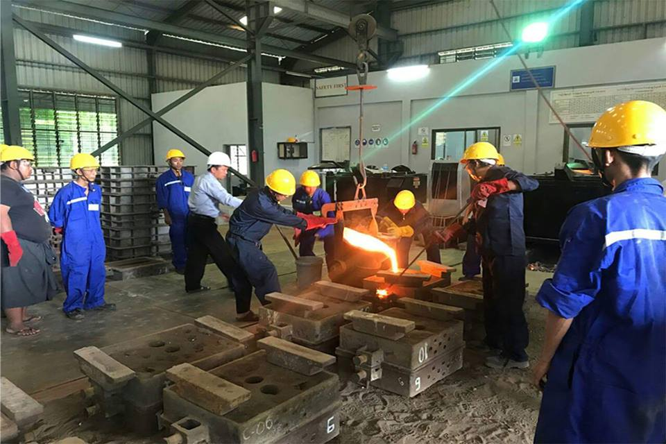 """National Skills Standards Body (at present the NSSA)  sets Occupational Competency Standards for the various """"Skilled Occupations"""". Skilled workers and technicians conduct training at the Construction Ministry's Central Training School (Thuwunna), Yangon.Photo: MNA"""