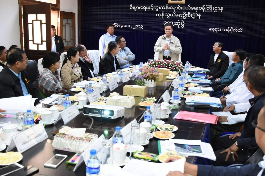 Deputy Minister U Aung Htoo discusses the construction of Kanpaikti border economic cooperation zone in Kachin State. photo : mna