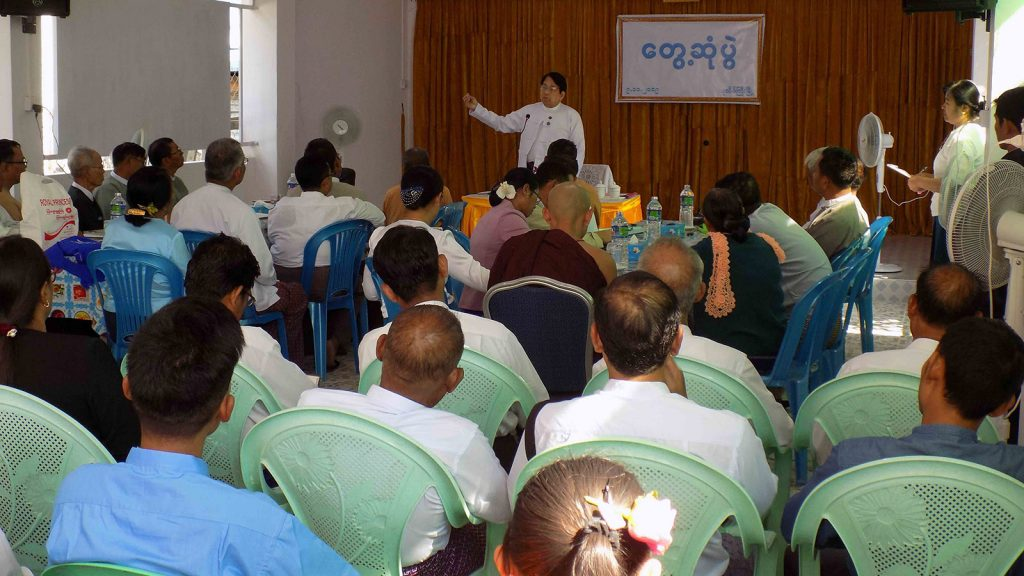 Union Minister for Information Dr Pe Myint delivers the speech at the meeting with officials at Patheingyi Township Information and Public Relations Department (IPRD) in Mandalay yesterday.Photo: MNA