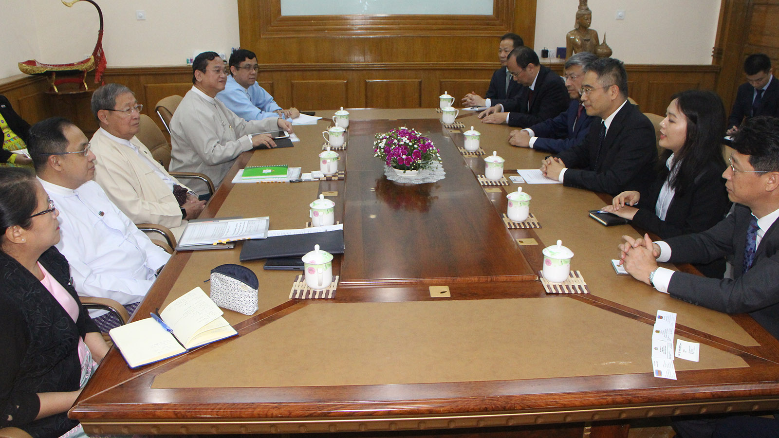 Union Minister U Soe Thein meets with President of the Industrial and Commercial Bank of China (ICBC) Mr Gu Shu in Nay Pyi Taw yesterday.Photo: MNA