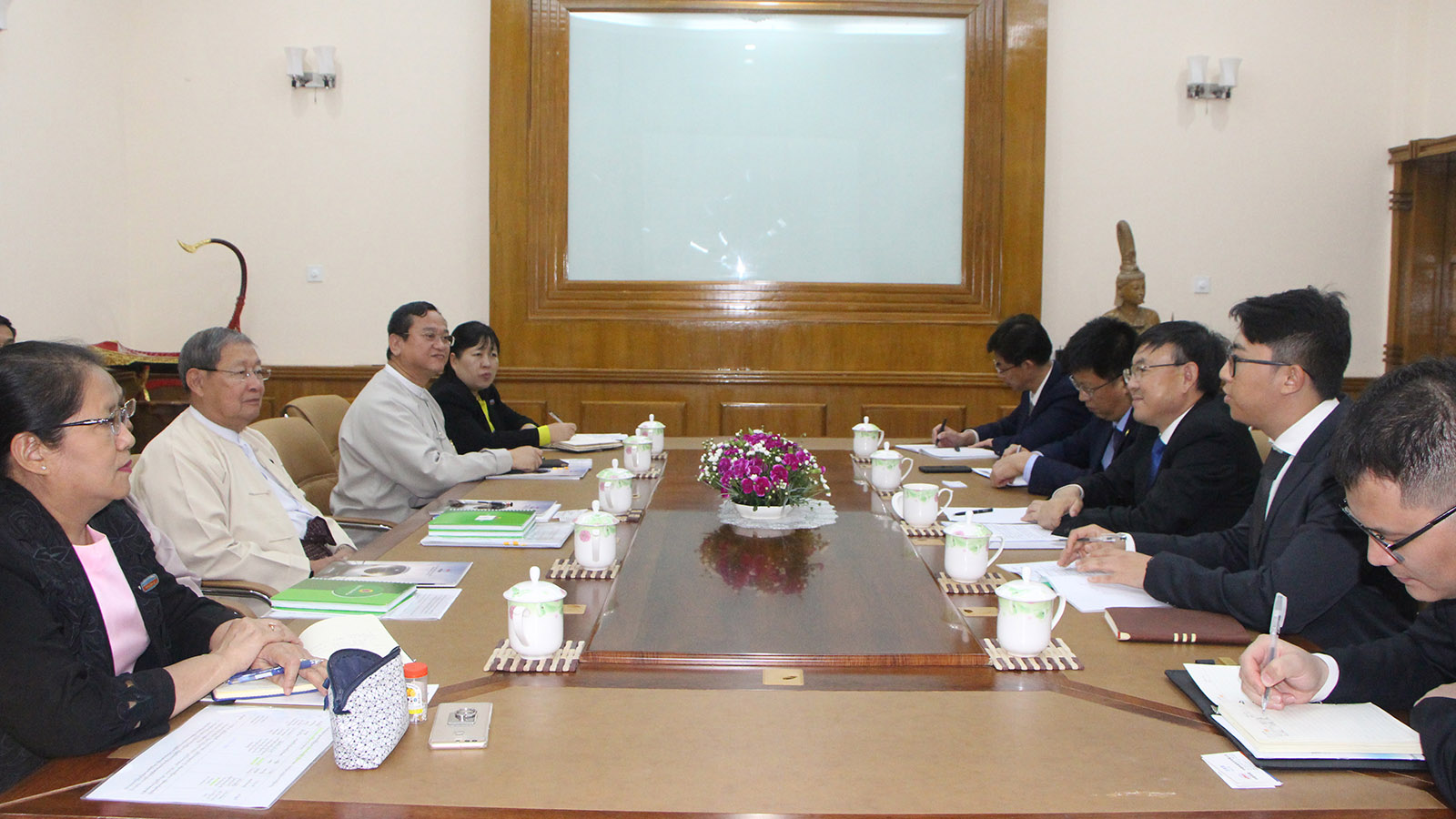 Union Minister U Soe Thein meets with Vice President of the China Railway Construction Corporation (CRCC), Mr Wang Wenzhong in Nay Pyi Taw yesterday.Photo: MNA