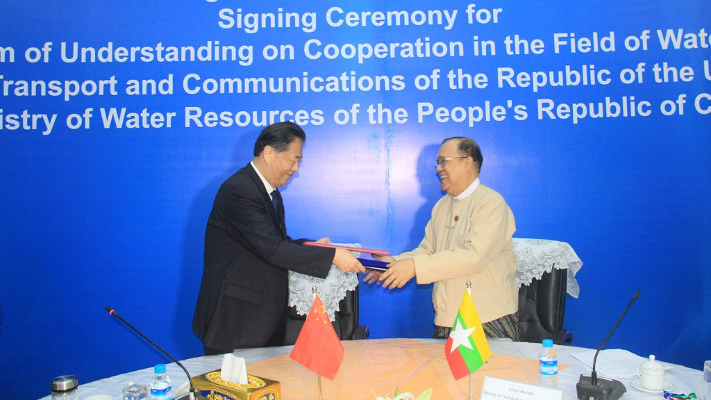 Union Minister U Thant Sin Maung and Mr. E Jingping, Minister for Water Resources of the People's Republic of China, exchange notes of MoU at the signing ceremony in Nay Pyi Taw yesterday.Photo: MNA