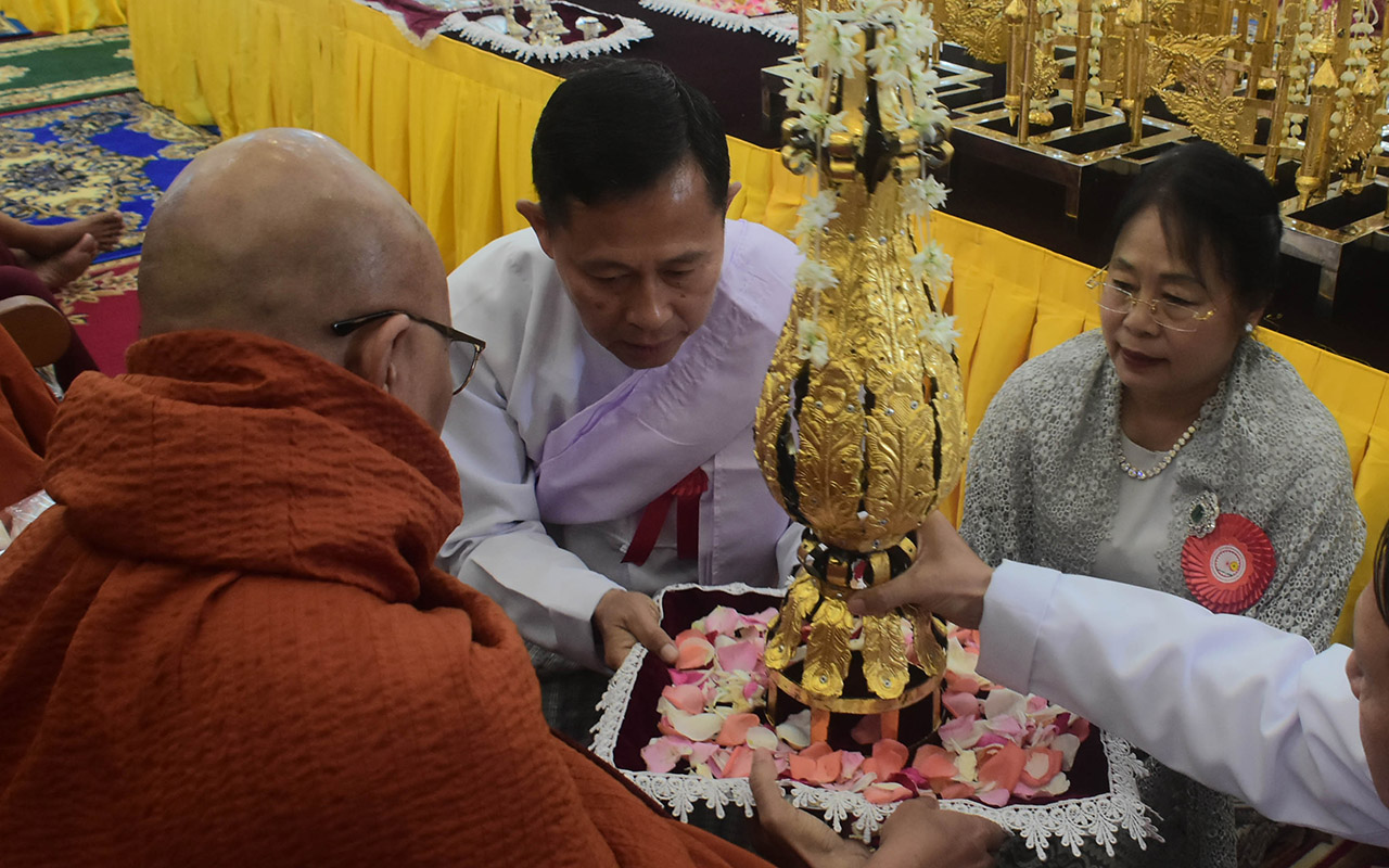 Vice Senior General Soe Win and wife offer religious objects to a Sayadaw.Photo: MNA