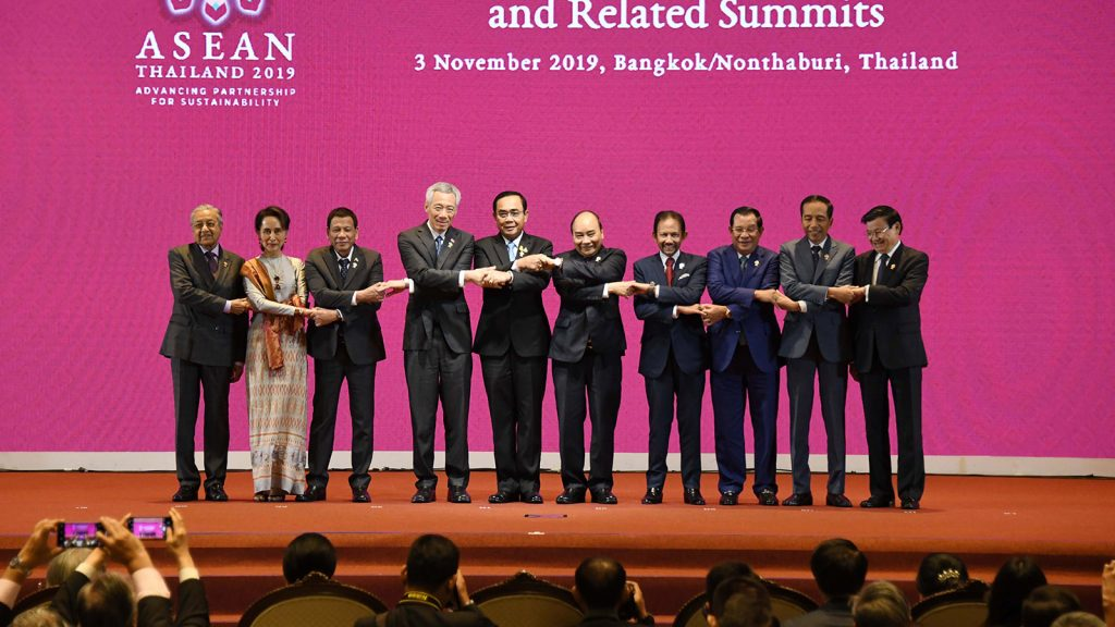 State Counsellor Daw Aung San Suu Kyi and leaders from the ASEAN countries pose for a documentary photo in ASEAN way at the opening ceremony of the 35th ASEAN Summit and related summits in Bangkok on 3 November.Photo: MNA
