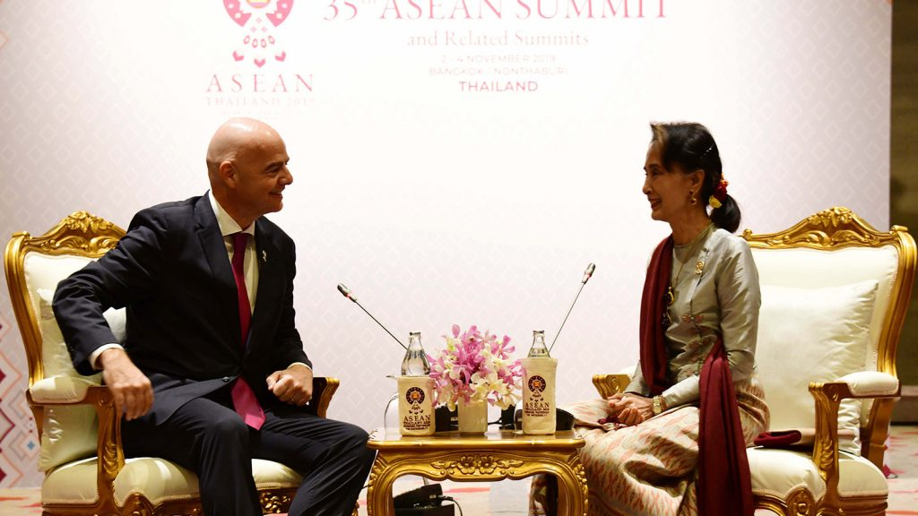 State Counsellor Daw Aung San Suu Kyi holds talk with President of FIFA, Mr Gianni Infantino.Photo: MNA