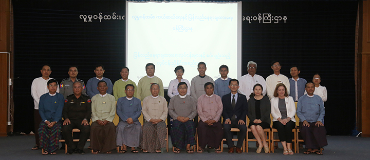 Union Minister Dr Win Myat Aye and attendees pose for a documentary photo at the coordination meeting of Working Committee on Resettling Returnees in Nay Pyi Taw on 7 November.Photo: MNA