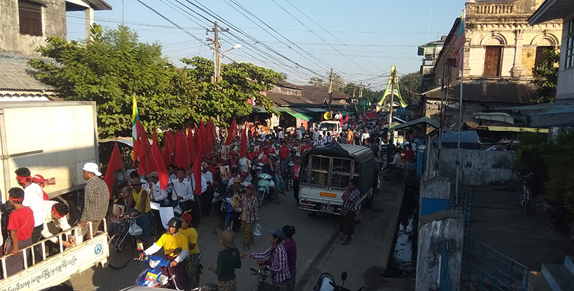 People in Maubin take part in the rally supporting State Counsellor Daw Aung San Suu Kyi. Photo: Aung Khaing
