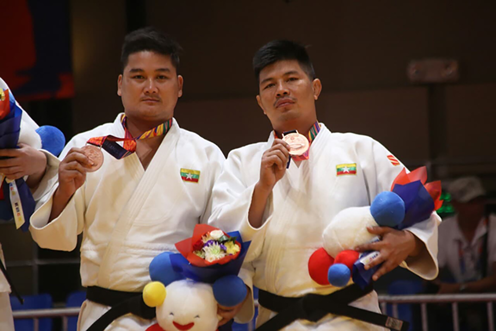 Myanmar Judo athletes Mai San and Chit Min Ko Ko seen with their bronze medals.Photo: SPED