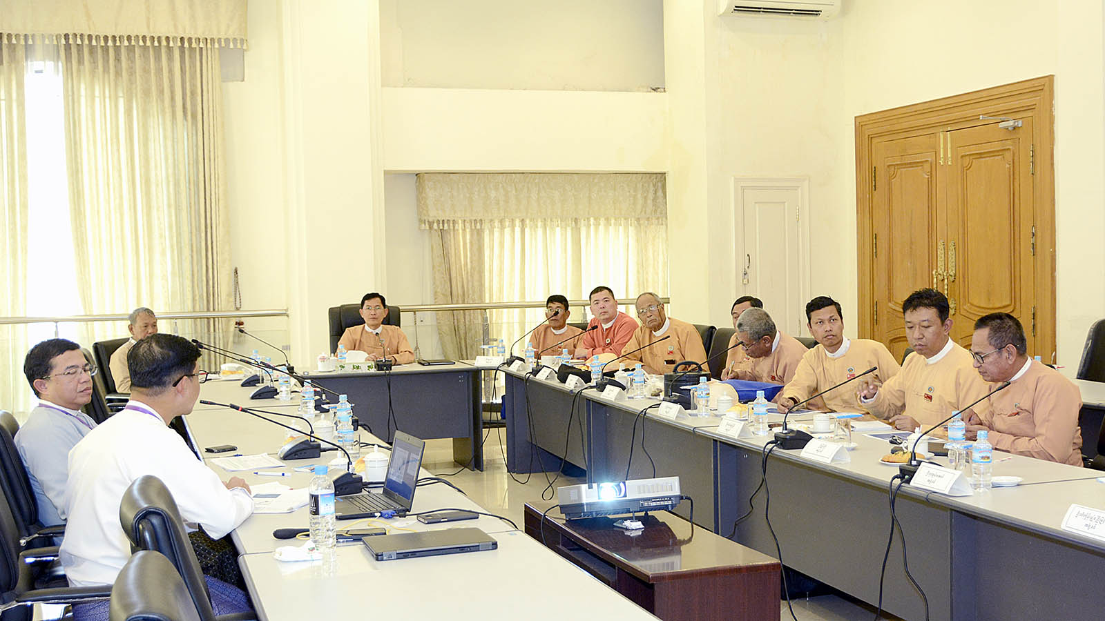 Pyithu Hluttaw's Electricity and Energy Development Committee Chairman U Kyi Moe Naing meets with Total E&P Myanmar delegation in Nay Pyi Taw yesterday. Photo: MNA