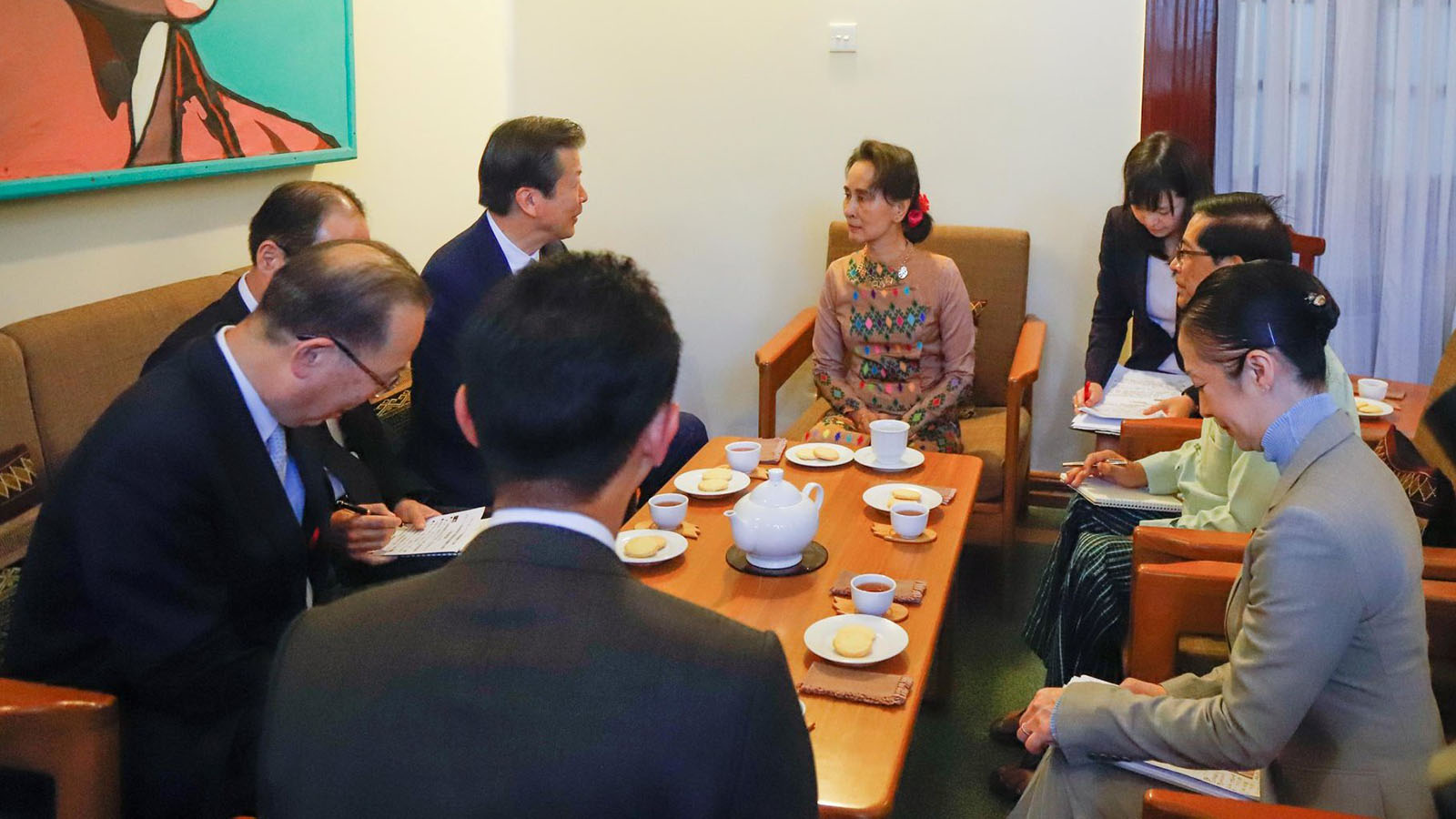 State Counsellor Daw Aung San Suu Kyi holds talks with Mr Yamaguchi Natsuo, the Upper House MP and the Chief Representative of Komeito party at her residence in Bahan Township, Yangon, yesterday. Photo: MNA