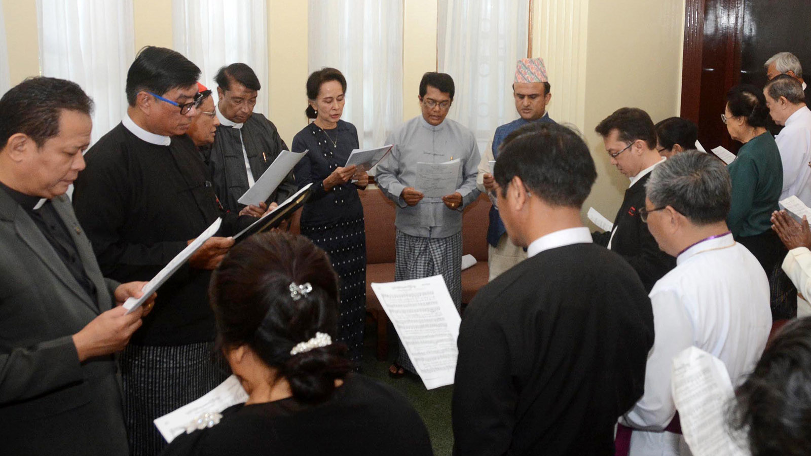 State Counsellor Daw Aung San Suu Kyi, leaders from different faiths including Hinduism, Christianity, Islam, Judaism and Bahá'í pray for Daw Khin Kyi in Yangon yesterday.Photo: MNA
