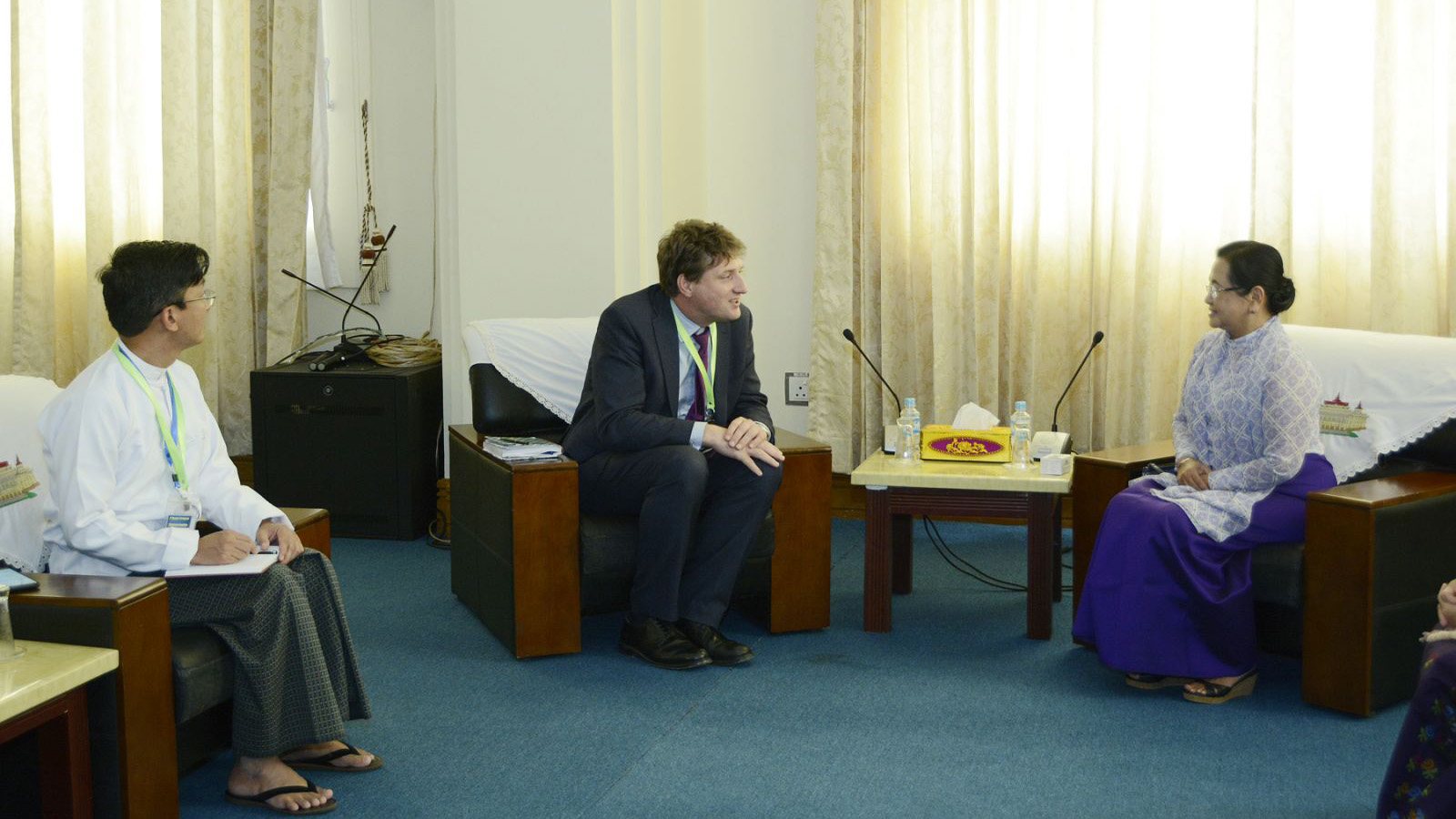 Head of the Pyithu Hluttaw Affairs Capacity Building Advisory Group Daw Su Su Lwin meets a delegate of UK Department for International Development Dr Rurik Marsden.Photo: MNA