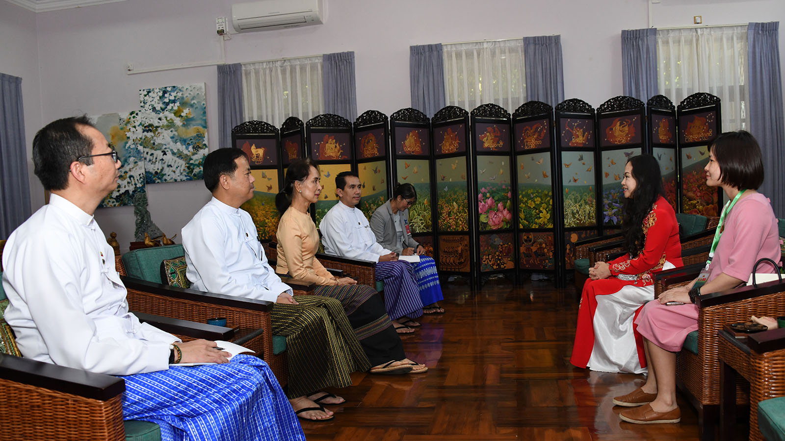 State Counsellor Daw Aung San Suu Kyi holds talk with Ambassador Extraordinary and Plenipotentiary of the Socialist Republic of Viet Nam to Myanmar, Dr Luan Thuy Duong in Nay Pyi Taw yesterday. Photo: MNA