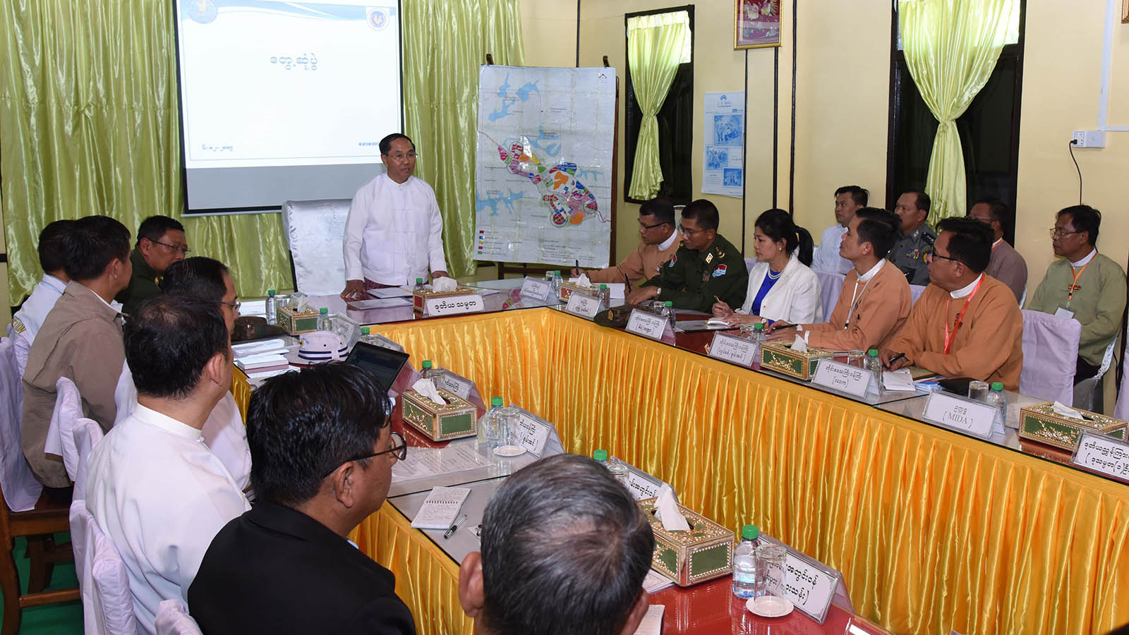 Vice President U Myint Swe delivers the speech during the meeting with the officials at the Mawtaung border trade centre in Taninthayi Township, Myeik District, yesterday.Photo: MNA