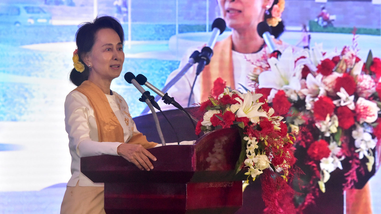 State Counsellor Daw Aung San Suu Kyi delivers the speech at the ceremony to launch construction of Shin Rai International Vocational Institute in Yangon yesterday.Photo:MNA