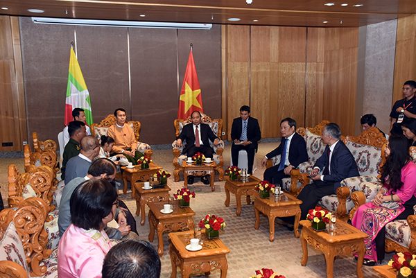 Vietnamese Prime Minister Mr Nguyen Xuan Phuc holds the meeting with Yangon Region Chief Minister U Phyo Min Thein on future bilateral investments.photo: mna