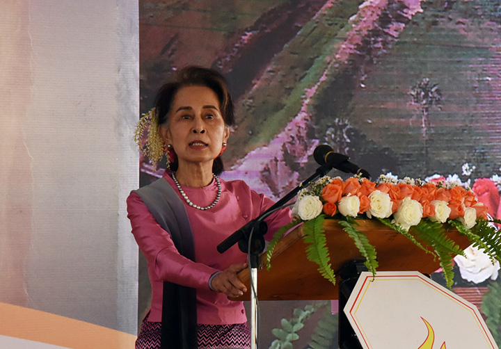State Counsellor delivers speech at the opening of Manaung Solar Plant