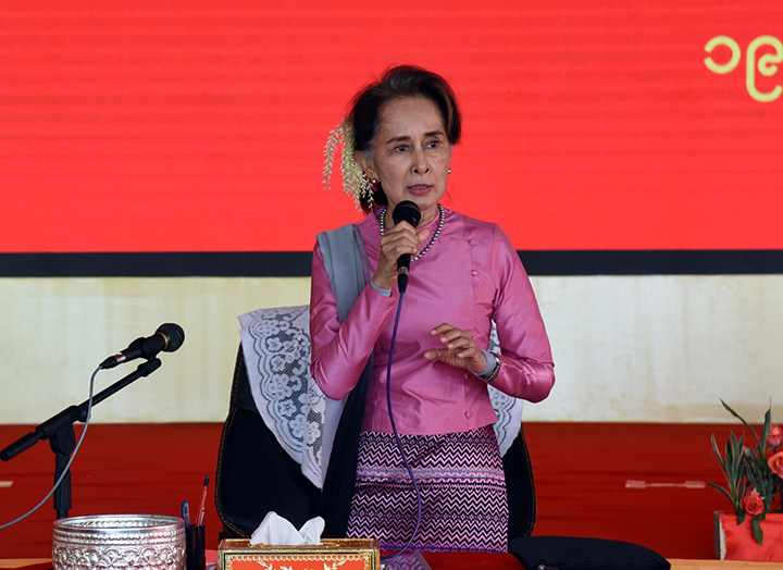 State Counsellor Daw Aung San Suu Kyi delivers the speech at the meeting with local people in Manaung, Rakhine State yesterday.Photo: MNA