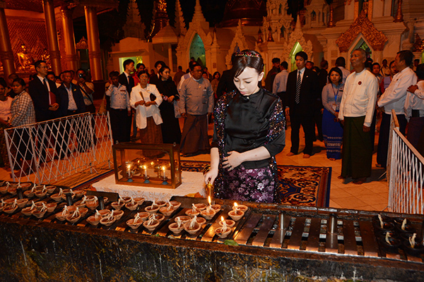 Japanese Princess Yoko Mikasa lights candles at the Shwedagon Pagoda in Yangon. Photo: MNA