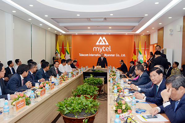 Vietnamese Prime Minister Mr Nguyen Xuan Phuc holds the meeting at Mytel HQ, the joint-venture telecoms firm between Myanmar and Viet Nam.photo: mna