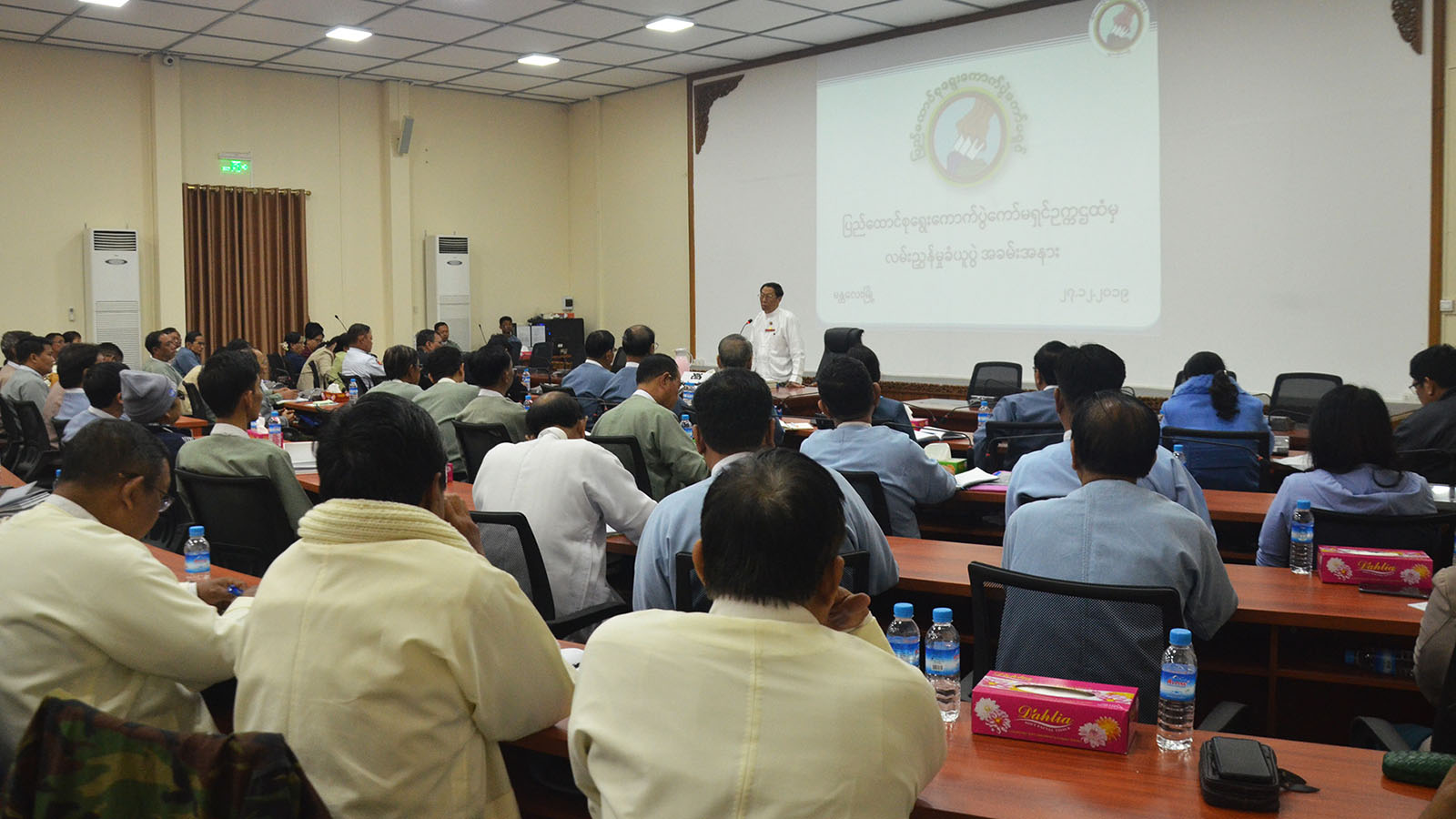 Union Election Commission Chairman U Hla Thein delivers the speech at the meeting with officials from election sub-commissions of Mandalay Region in Mandalay yesterday.Photo: MNA