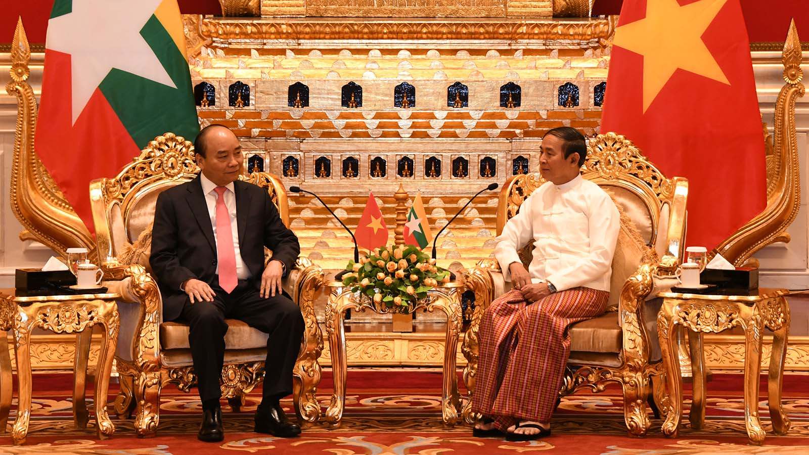 President U Win Myint holds talk with Prime Minister Nguyen Xuan Phuc of the Socialist Republic of Viet Nam at the Presidential Palace in Nay Pyi Taw yesterday. Photo: MNA