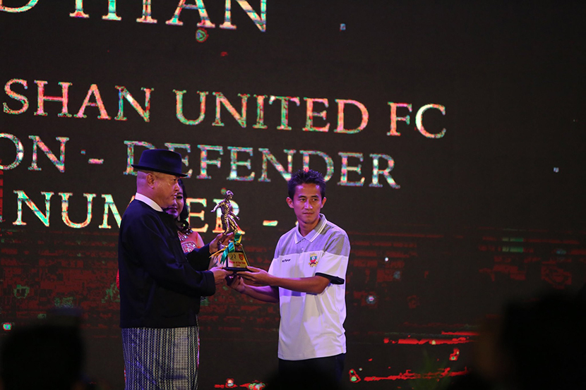 Myanmar national team and Shan United defender David Htan (right) accepting the men's best player award at  MFF-MNL Awards Night 2019. Photo: MFF