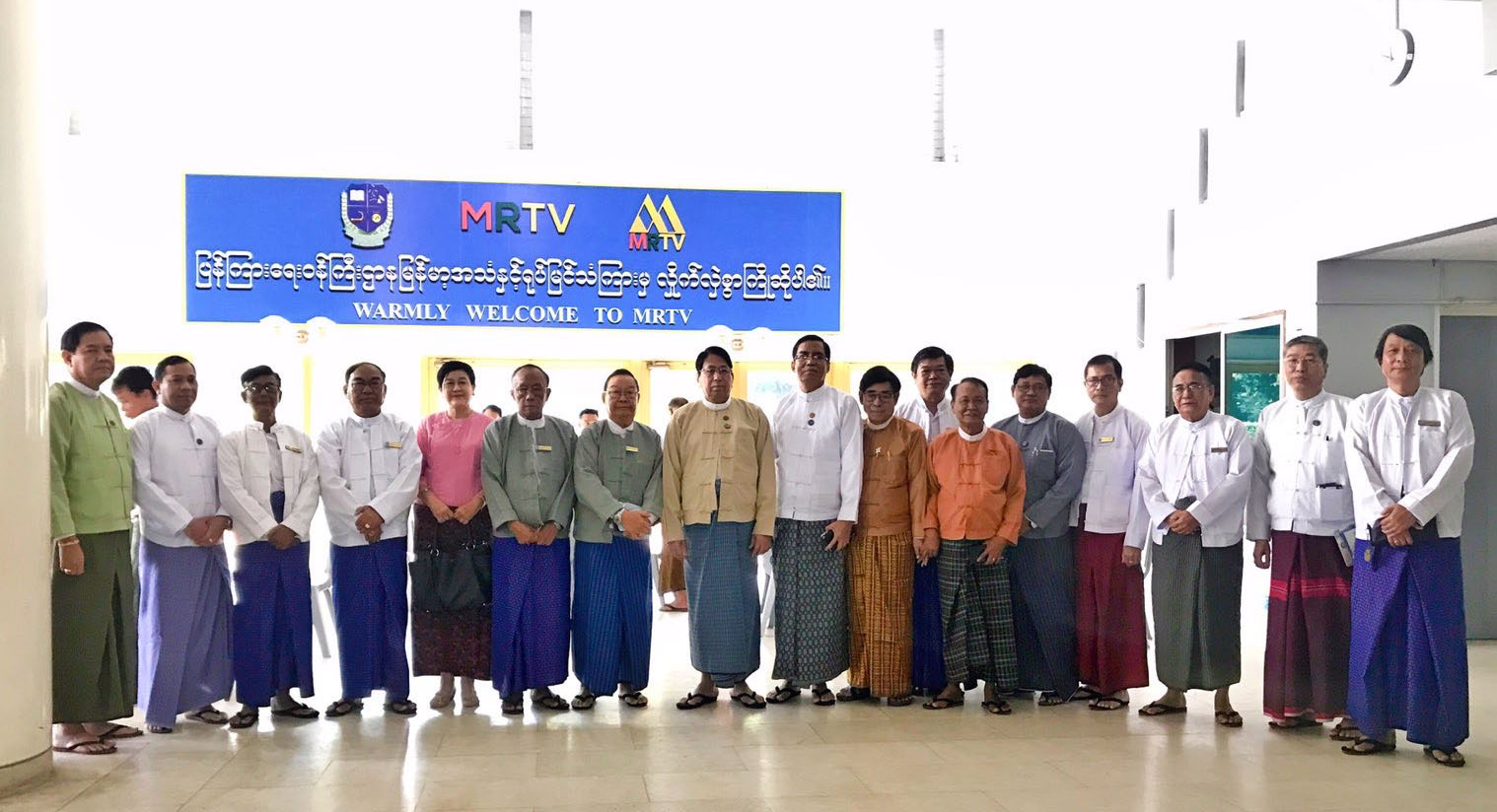 Union Minister Dr Pe Myint, Deputy Minister U Aung Hla Tun and Chairman U Tin Oo Lay and members of Myanmar Music Association (Central) pose for a documentary photo at the hall of the Myanma Radio and Television yesterday.Photo: MNA