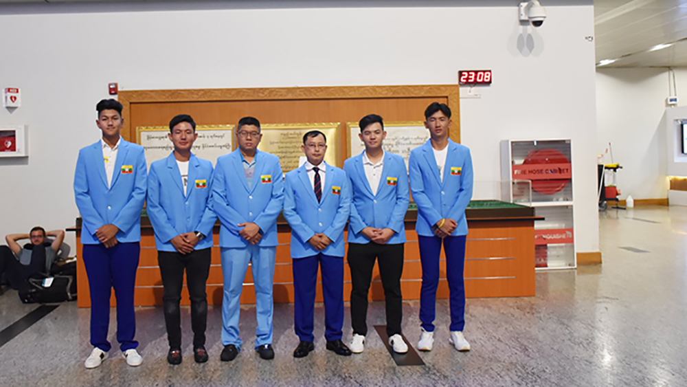 Myanmar Golf team poses for a photo at the Yangon International Airport before leaving for the Philippines. Photo: MGF