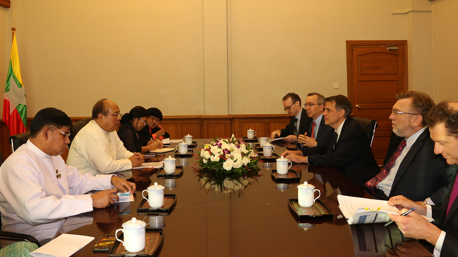 Union Minister U Thaung Tun meets with the US delegation led by US Department of Treasury Deputy Assistant Secretary for South East Asia Mr Robert Kaproth and US Ambassador Mr. Scot Marciel. Photo: MNA